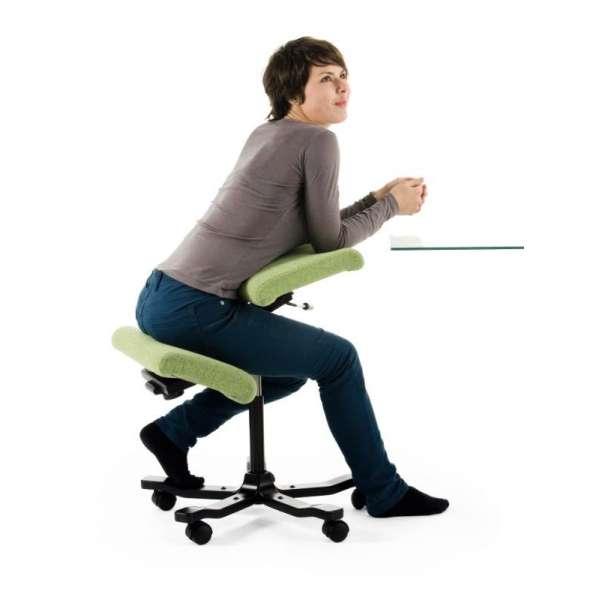 Chaise ergonomique verte à roulettes Wing Varier® - 8