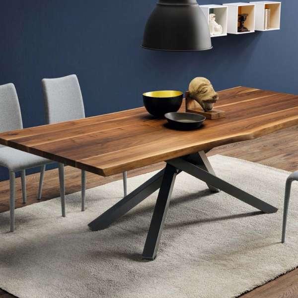 Table design en noyer massif piétement mikado en métal - Pechino Midj®