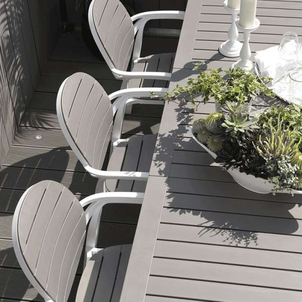 Table de jardin avec allonge en polypropylène blanc et taupe - Alloro - 7