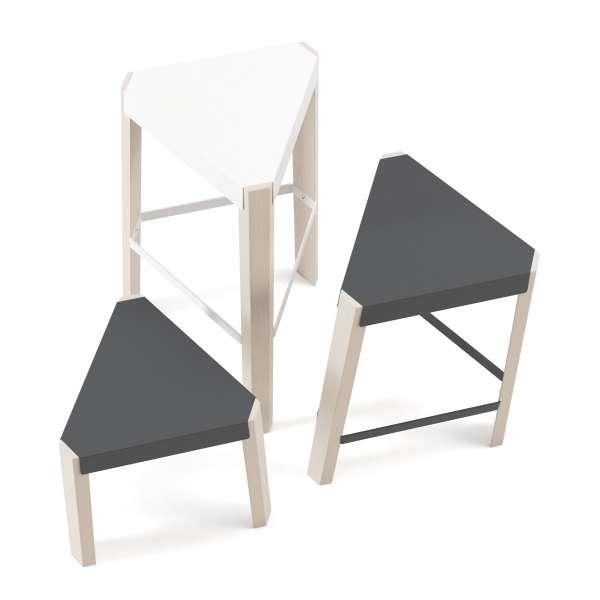 Tabouret bas triangulaire en acier et bois - Podio 2 - 3