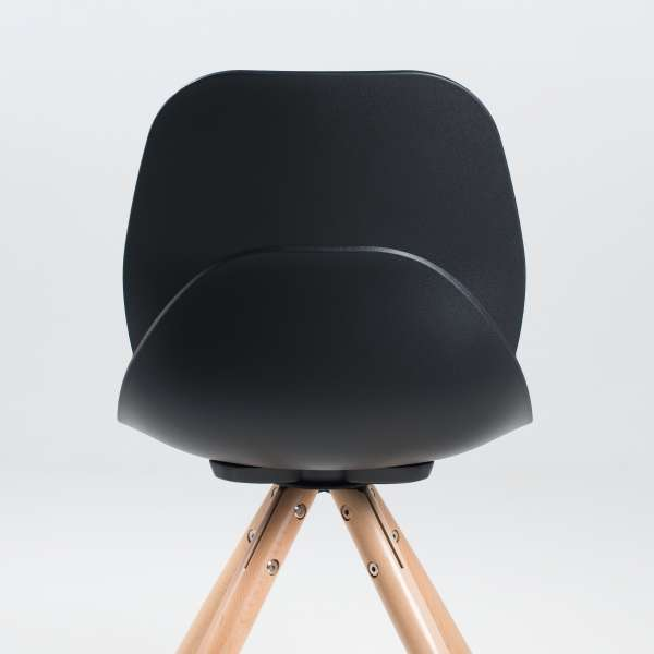 Chaise en polypropylène noir avec pieds en bois naturel - Victoire - 4
