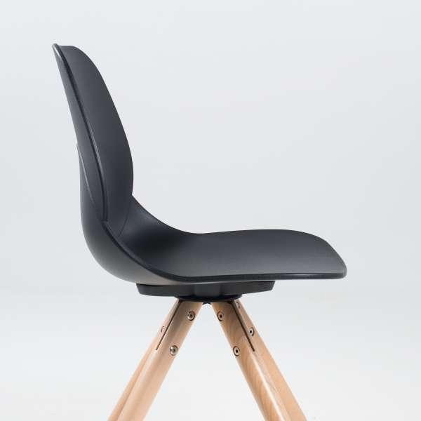Chaise moderne en polypropylène noir avec pieds en bois naturel - Victoire - 5