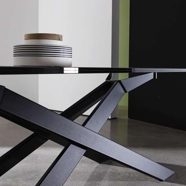 Table de salle à manger design en verre et métal - Cross 5 - 5