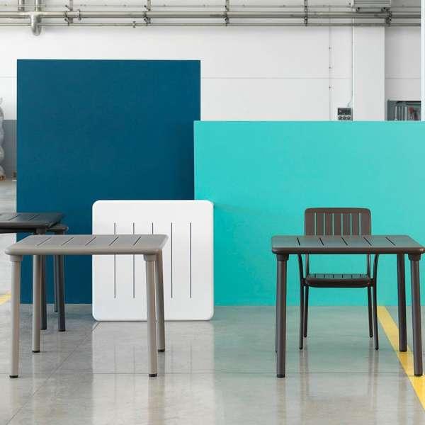 Table de jardin carrée en polypropylène et aluminium - Maestrale 90 ...