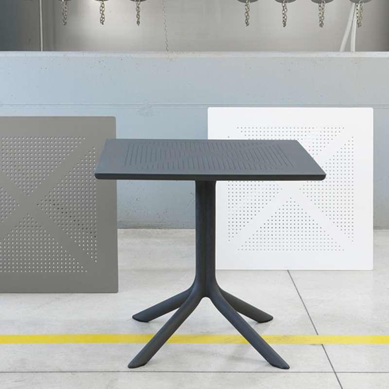 Petite table de jardin carrée en polypropylène - Clip