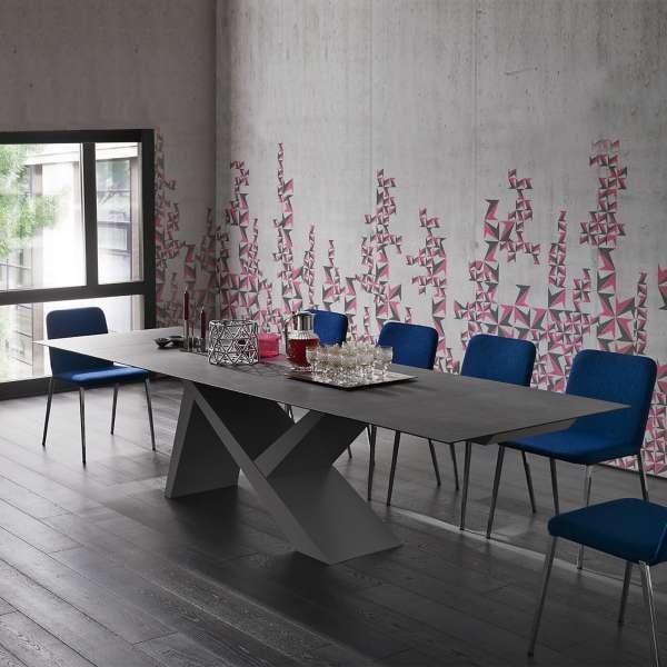 Table design extensible en céramique anthracite et bois laqué gris cendre - Ikarus - 1
