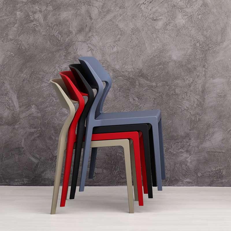 Chaise empilable design en polypropylène Snow