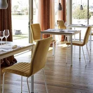 Chaise moderne empilable en tissu jaune ocre et métal blanc - Krono Midj®