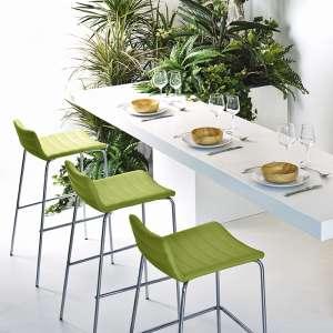 Tabouret snack moderne en synthétique vert et métal chromé - Cover Midj®