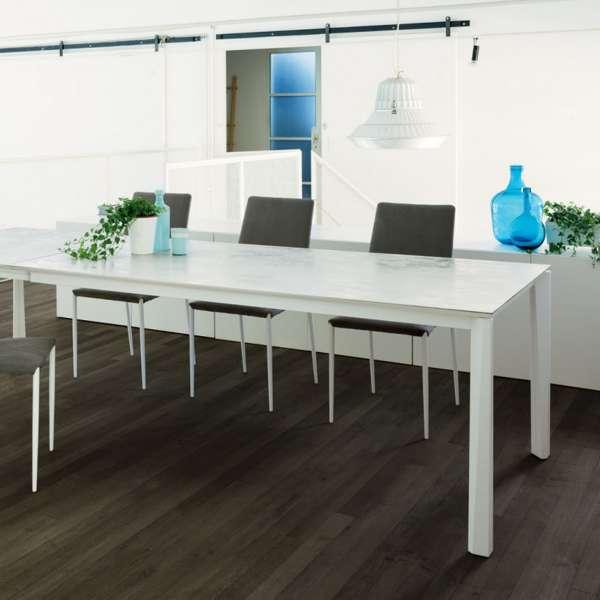 Table extensible moderne en céramique blanche et acier laqué - Prisma - 1