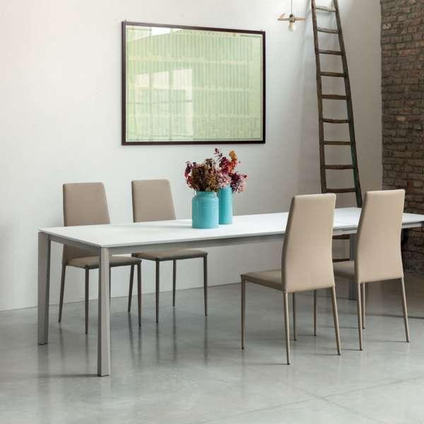 Table extensible moderne en céramique blanche et métal laqué sablé - Prisma - 2