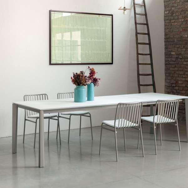 Table extensible moderne en céramique blanche et acier laqué sable - Prisma - 3