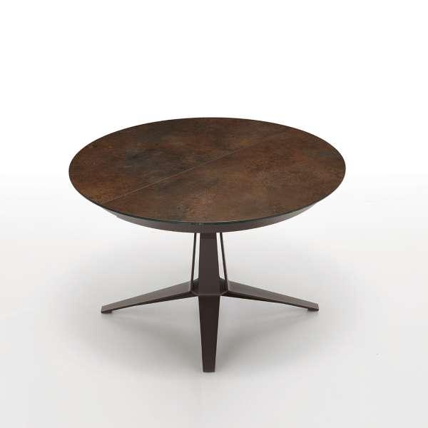 Table design ronde en céramique rouille pied central en métal marron foncé - Link Midj® - 2