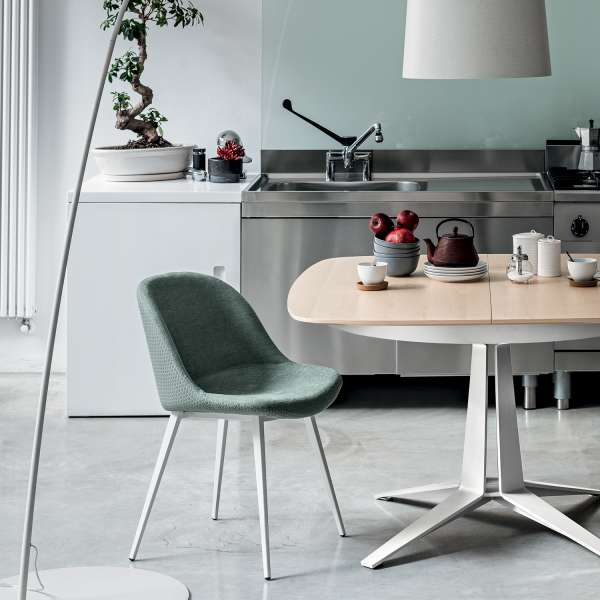 Chaise coque bicolore en tissu vert et métal blanc - Sonny Midj® - 1
