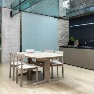 Table en bois massif clair scandinave elliptique avec allonges - SM 74