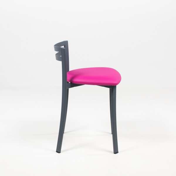 Chaise avec dossier bas en vinyle rose et métal noir - Urane - 4