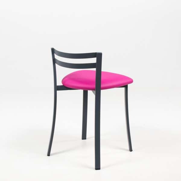 Chaise avec dossier bas en vinyle fuchsia et métal noir - Urane - 5