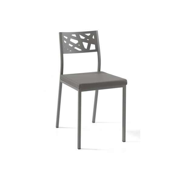 Chaise de cuisine coloris gris foncé assise rembourrée avec dossier aux motifs géométriques ajourés - Tirza - 1
