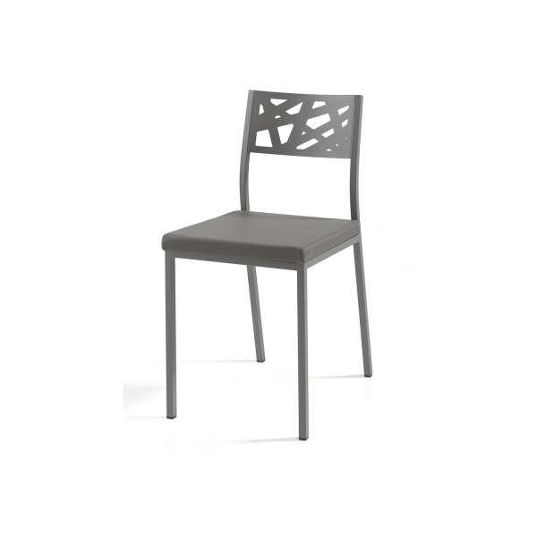 Chaise de cuisine grise assise rembourrée avec dossier aux motifs géométriques ajourés - Tirza - 2