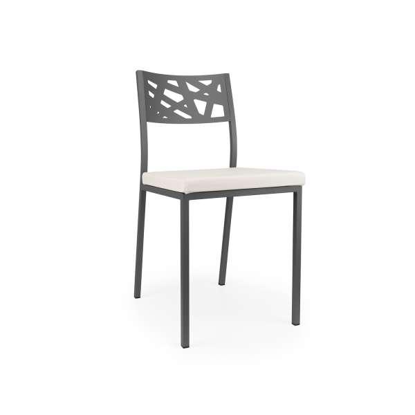 Chaise de cuisine assise rembourrée blanche avec dossier aux motifs géométriques ajourés noir - Tirza - 5