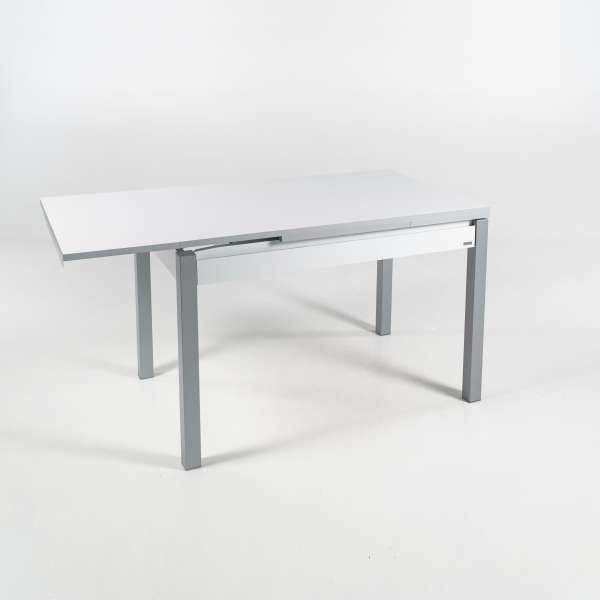 Petite table de cuisine avec allonges en formica blanc avec tiroir pieds alu - Iris - 15