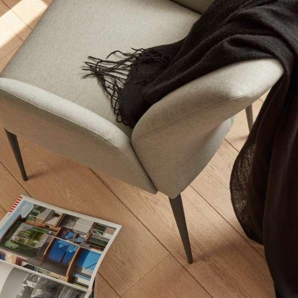 Fauteuil en tissu gris clair et pieds en métal noir - Enora Mobitec - 7
