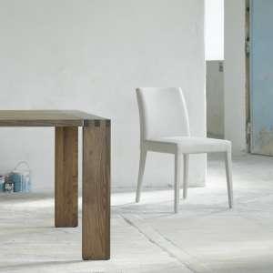 Chaise blanche unie avec pieds gainés en tissu - Slim Cover Mobitec®