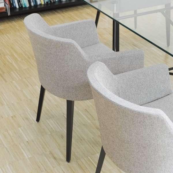 Fauteuil confortable en tissu gris avec pieds en hêtre massif - Colibri Mobitec® - 4