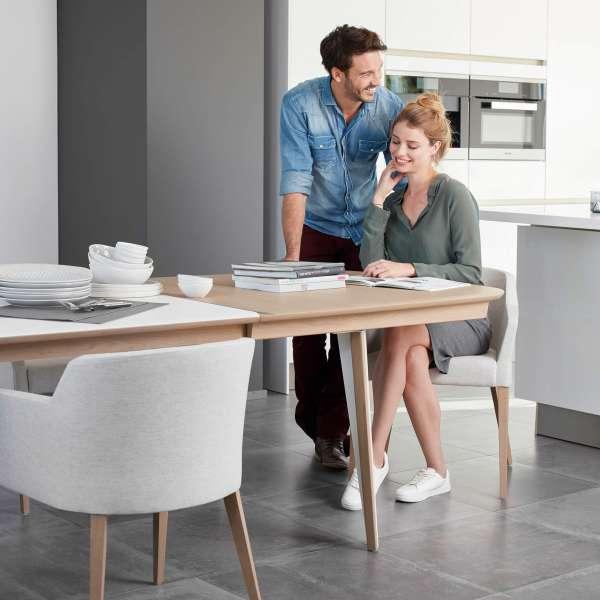 Fauteuil salle à manger gris en tissu avec pieds bois clair massif - Colibri Mobitec® - 9