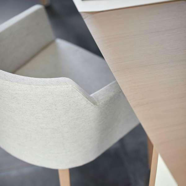 Fauteuil rembourré Mobitec® en tissu gris avec pieds bois marron clair - Colibri - 11