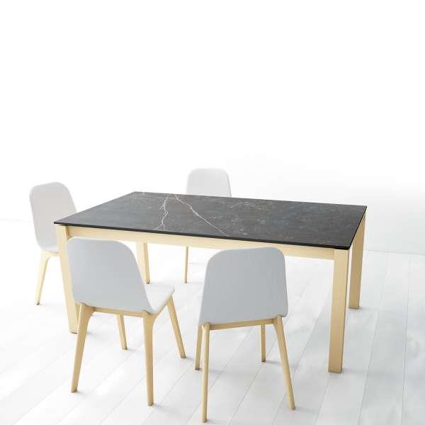 Table en Dekton Kelya avec pieds en bois chauffé massif avec chaises Atlas - Lakera - 2
