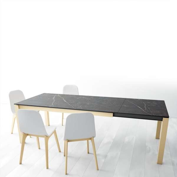 Table en Dekton Kelya extensible avec pieds en bois chauffé massif chaises Atlas - Lakera - 3