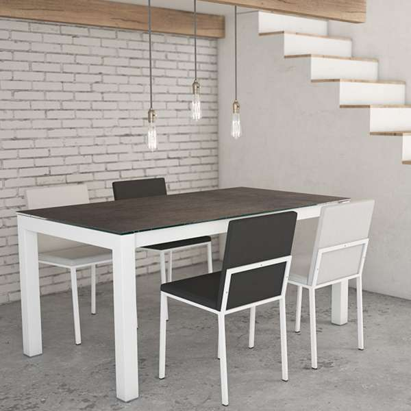 Table moderne rectangulaire en céramique noire Iron Moss et métal blanc avec chaises Ole - Kyoto - 2