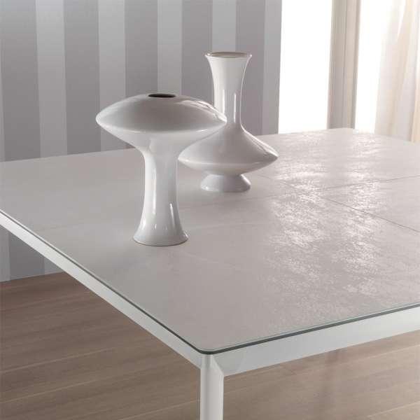 Table carrée contemporaine en céramique blanche et pieds en métal - Cocoon - 2