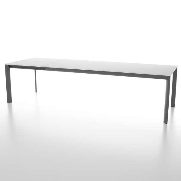 Table rectangulaire avec allonge en verre trempé blanc et pieds en métal fabriquée en Italie - Cocoon - 2