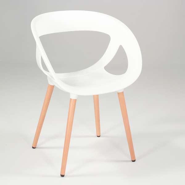 Fauteuil design fabriqué en Italie blanc et bois naturel - Moema - 3