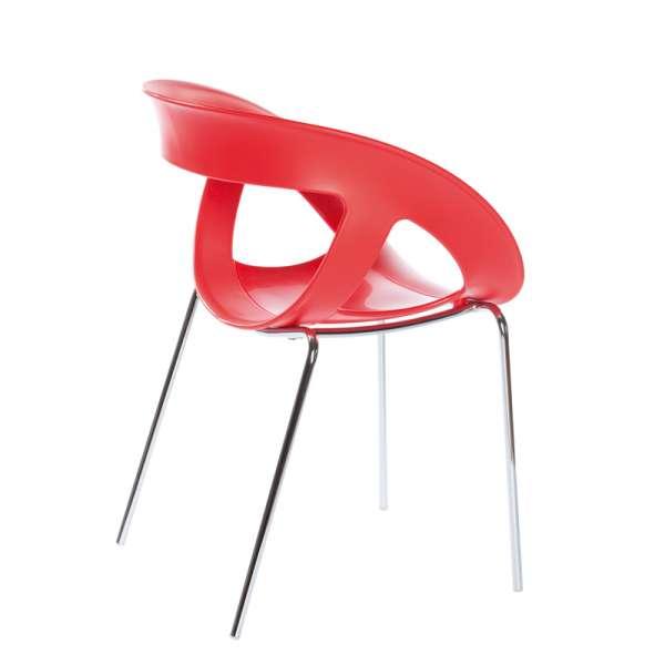 Fauteuil design italien empilable avec coque ajourée rouge et pieds en métal chromé Moema - 9