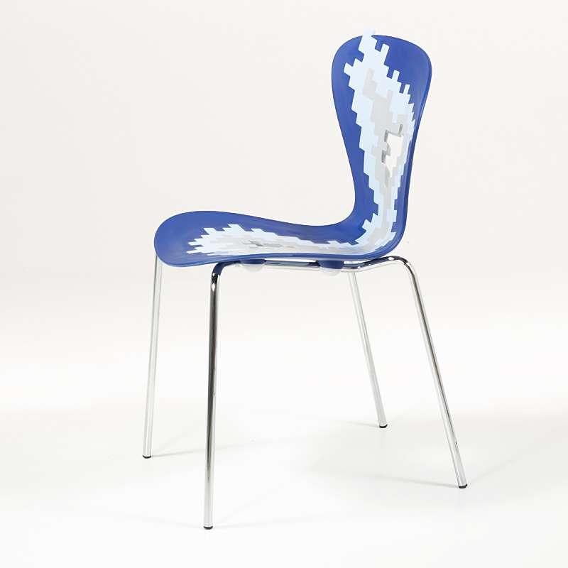 Chaise Design Multicolore Empilable Avec Motifs Destructures