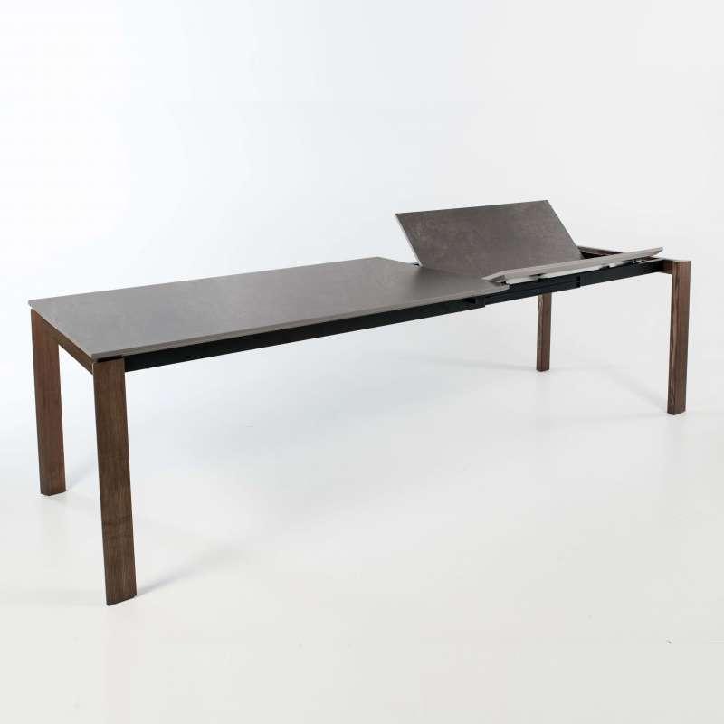 Table En Ceramique Grise Extensible Avec Pieds En Bois Massif