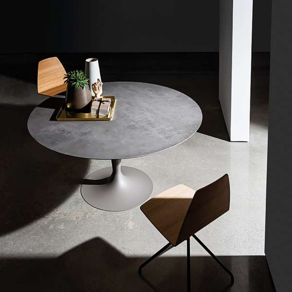 Table ronde design en céramique grise avec pied central - Flûte Sovet® - 1