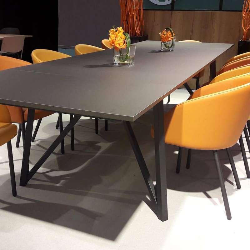 Table design industriel extensible avec pieds en métal ...