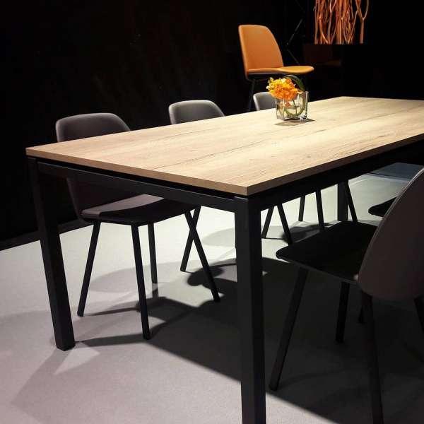 Table de séjour en stratifié imitation bois naturel et pieds en métal noir - Vicenza - 6