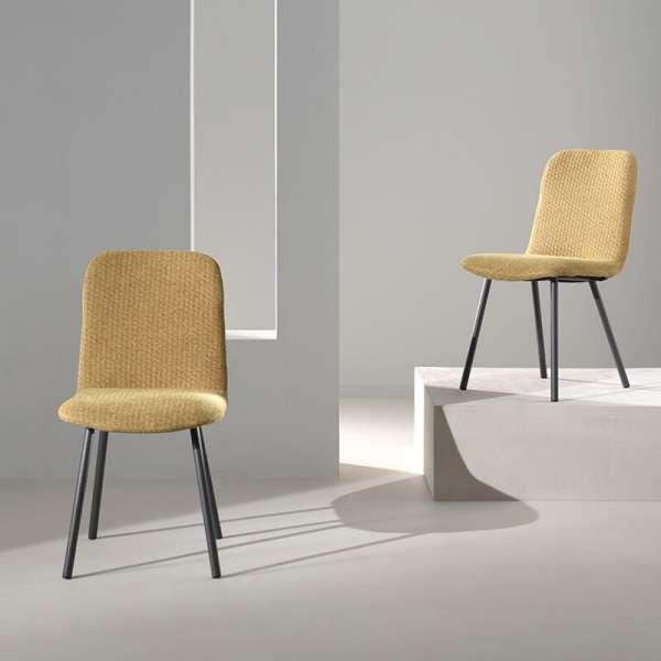 Chaise coque en tissu jaune rembourrée et pieds en métal - Suzy - 1