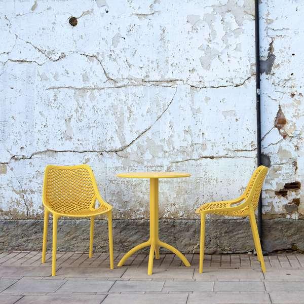 Chaise de jardin moderne ajourée en polypropylène jaune - Air - 1