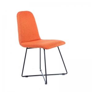 Chaise design en tissu orange pieds en métal noir - Pandora