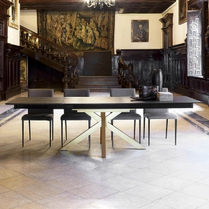 Table design extensible en Dekton noir avec pied central or - Moon
