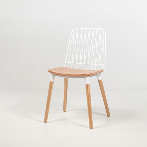 Chaise style bohème en métal blanc et bois naturel - Danemark - 2