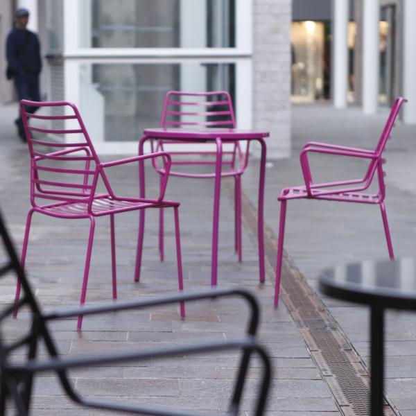 Chaise de jardin design empilable en fil métal rose avec accoudoirs - Link B - 1
