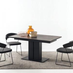 Table extensible céramique noire avec pied central en métal - Pegaso Connubia®