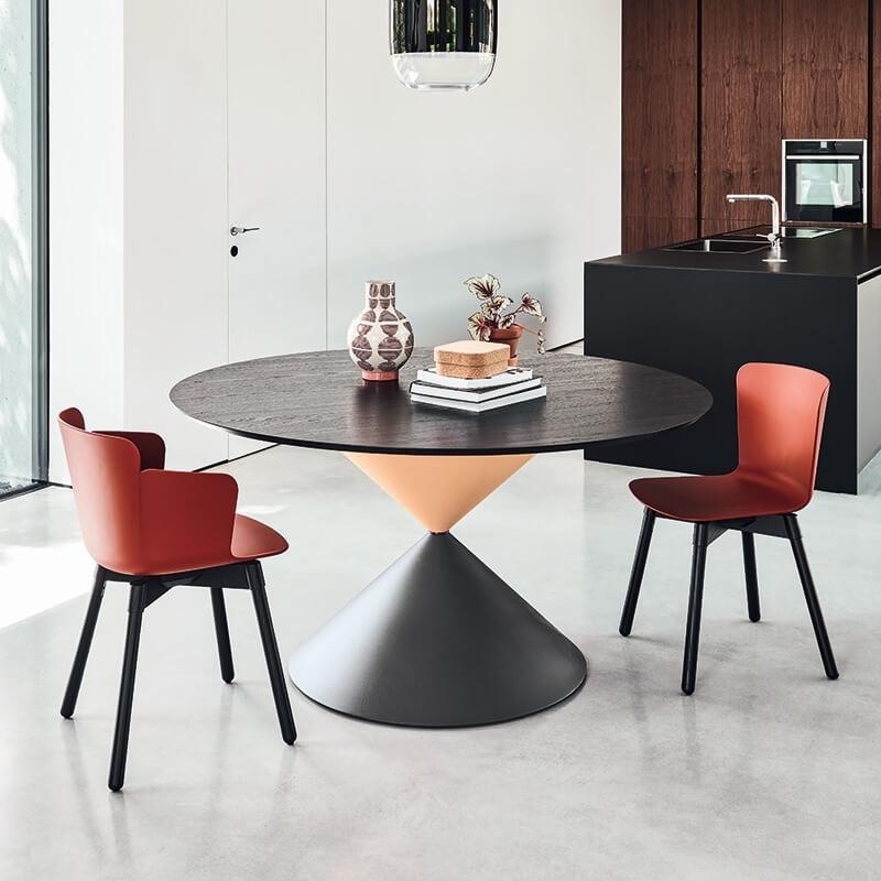 Table de salle manger ronde design en bois clessidra - Salle a manger en bois ...